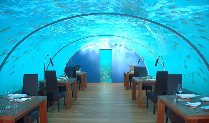 水中レストラン